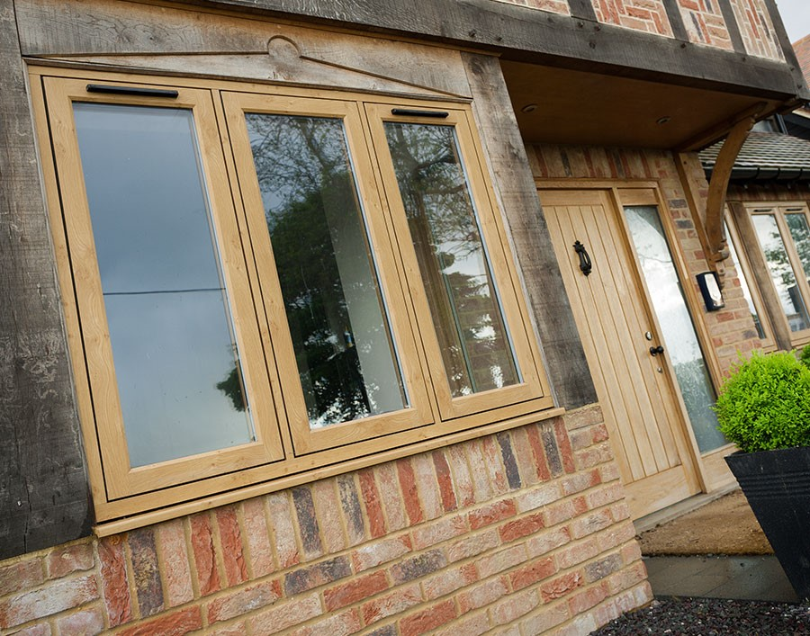 Oak R9 Window